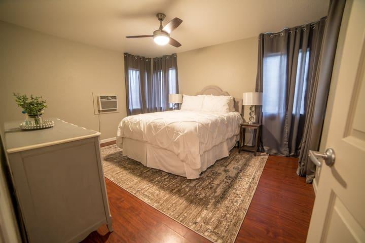Front Bedroom. Queen bed.