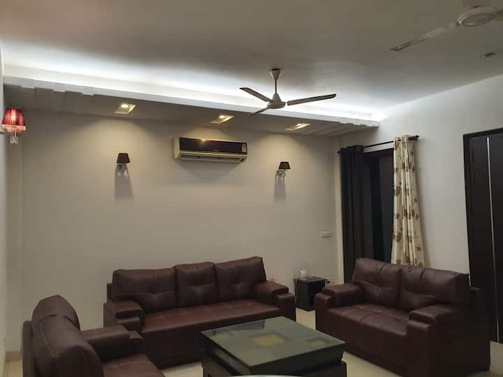 Indep, Luxury 3 BHK, Cyber Hub, Airport, Party