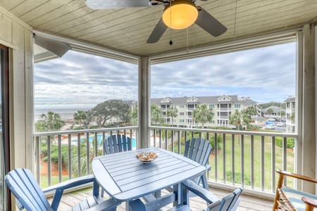 Beautiful top floor villa w/shared pool, basketball court, and ocean views!