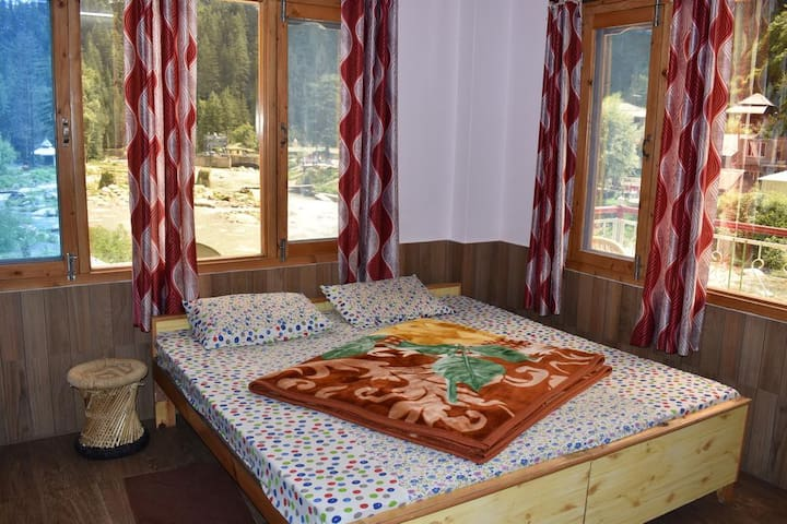 River Side Hotel in Barot Valley
