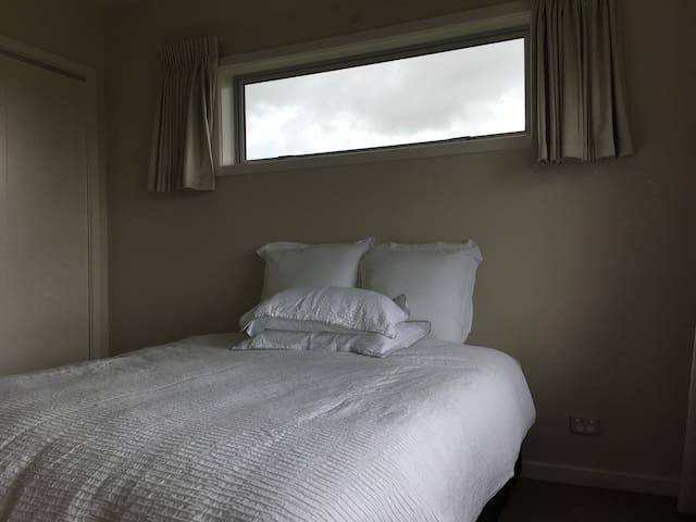 Great landscape view bedroom in a rural house - Pukekohe - Ev