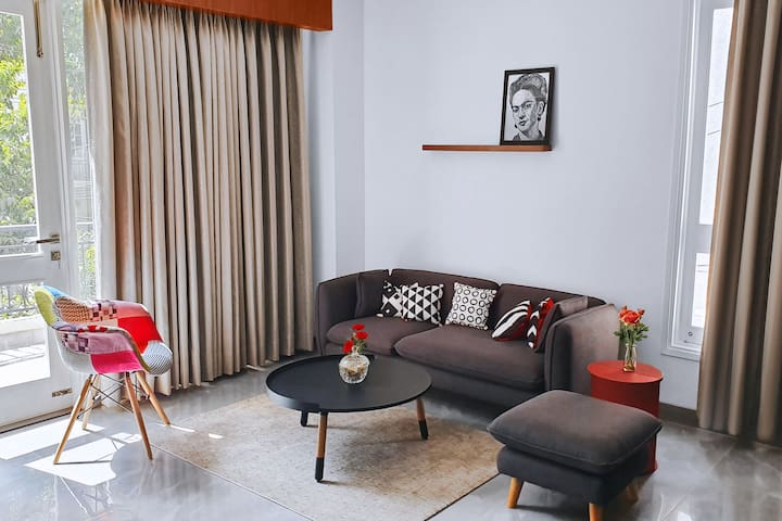 SPACIOUS & HOMELY DUPLEX IN CENTRAL GURGAON