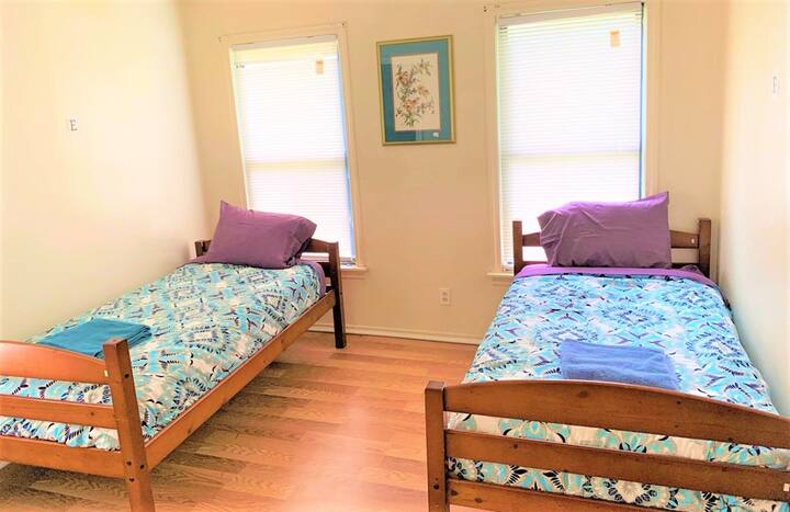 Relaxing Twin bed for Women 15 min to Downtown #F