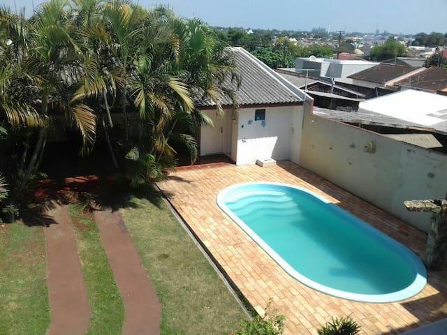 Kitinete para 6 pessoas c/piscina em Foz do Iguaçu