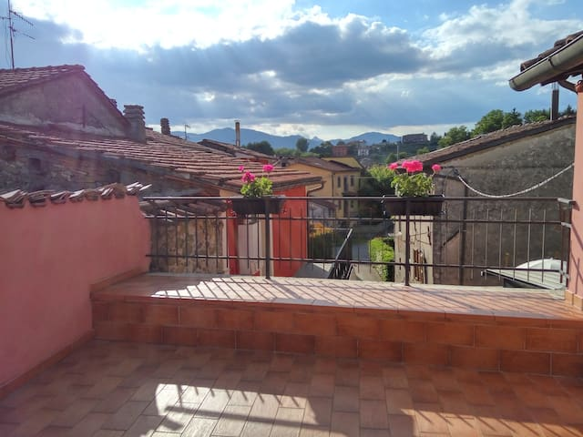 Charming countryside home 35 minutes from Lucca