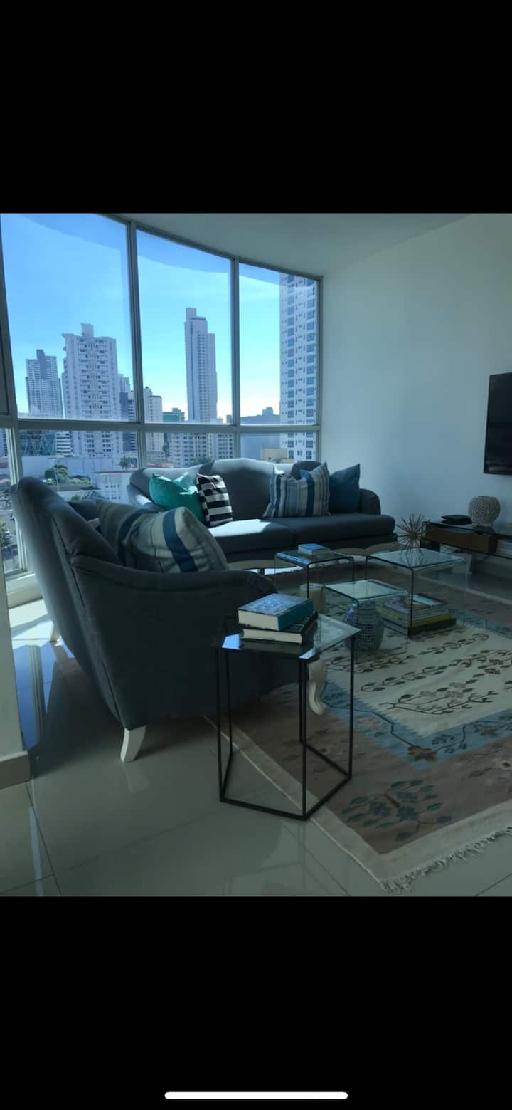 Luxurious Apart w/ KingBed overlooking Parque Omar