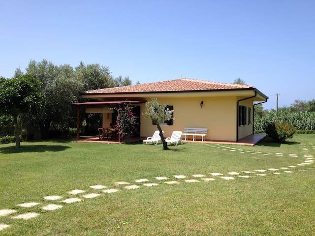 Tropea: Villa near sea in quiet area, pool garden