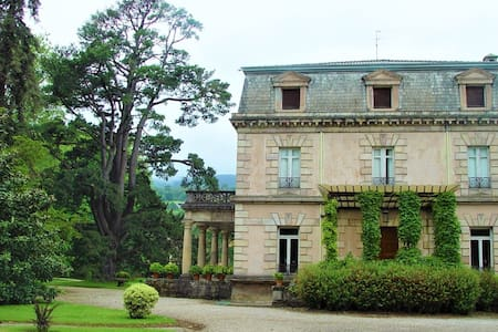 Manour house and magnificent garden