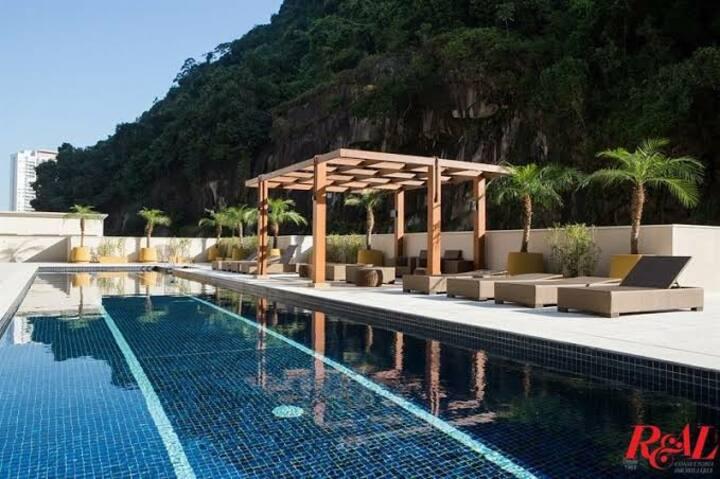 Santos, Apto c/ Suíte, vista p/ piscina e natureza
