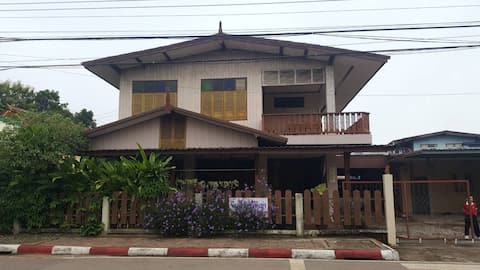 Ancient House in the heart of Phonphisai city
