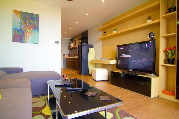 Modern 1 bed condo, overlooking the city! - Chiang Mai