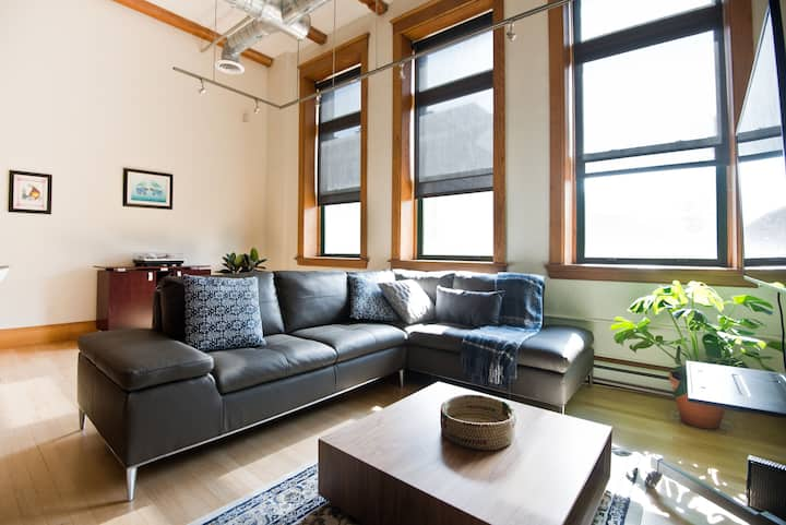 West Exchange district loft W/ Parking