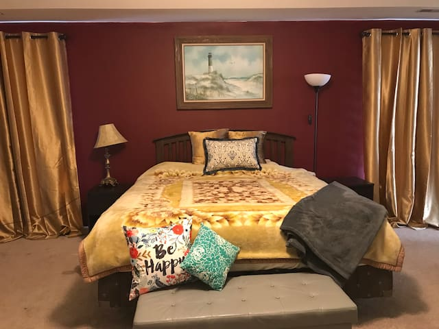Master King Bed & Bath Minutes from Dwtn & Airport