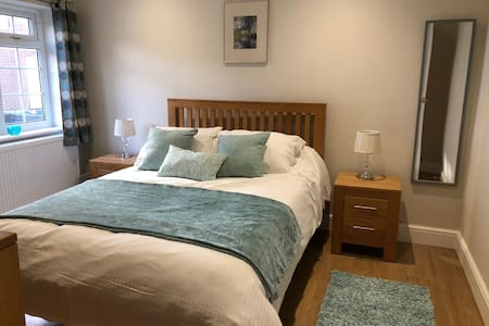 NEW self contained apartment Thame Centre