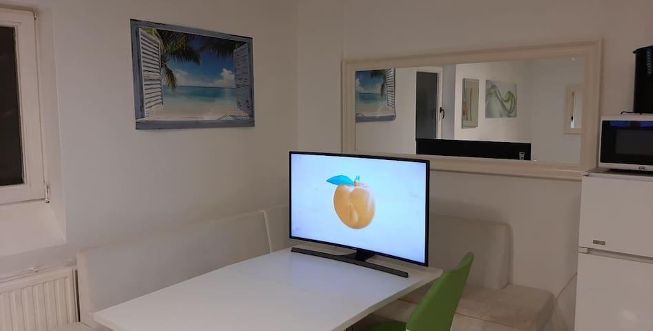 Soundproof single room