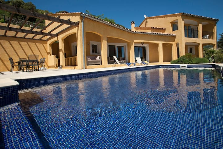 Adorable Villa with in Roquebrun Swimming Pool