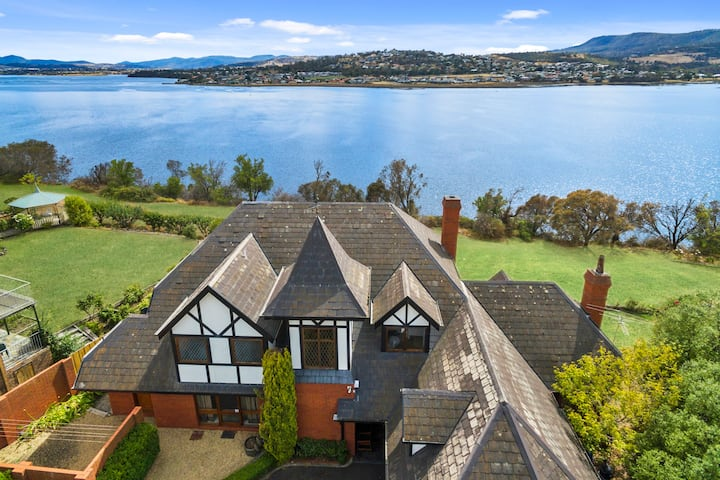 Waterfront Manor Home - 5 minutes  to MONA