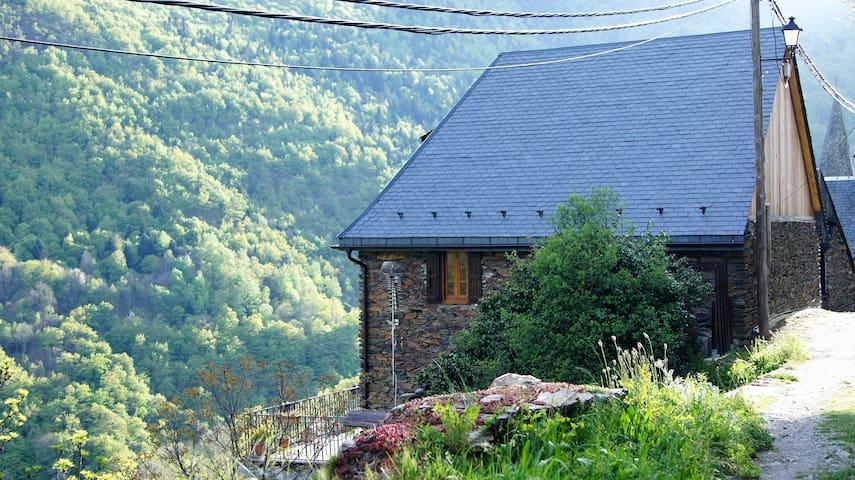 Casa aranesa con vistas al Aneto - Bausen - Dom