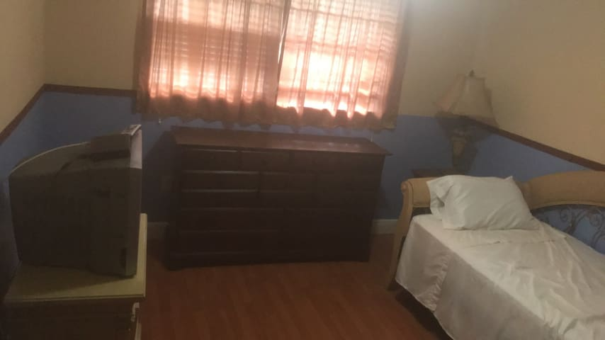 Clean room with all amenities. next to malls