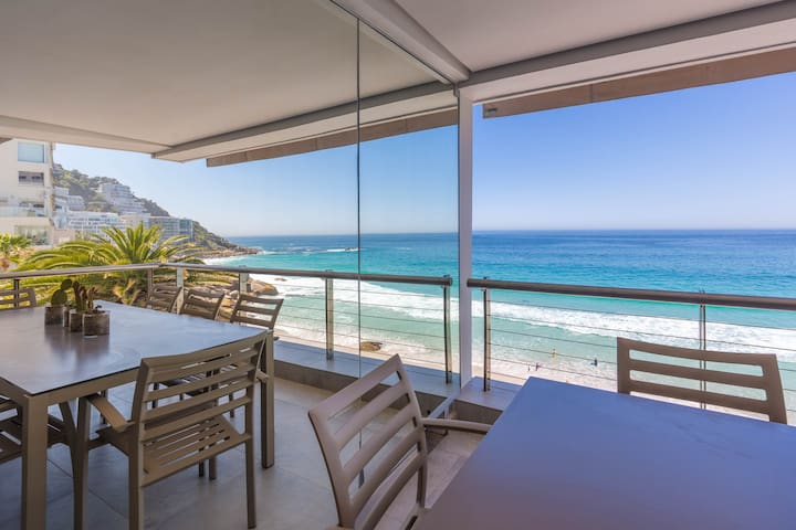 Stylish and Luxury Clifton Apartment with Seaviews