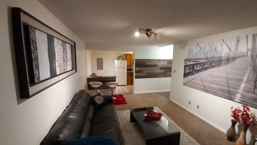 ONE BD DOWNTOWN CONDO 4 MIN  ROGERS ARENA,NETFLIX