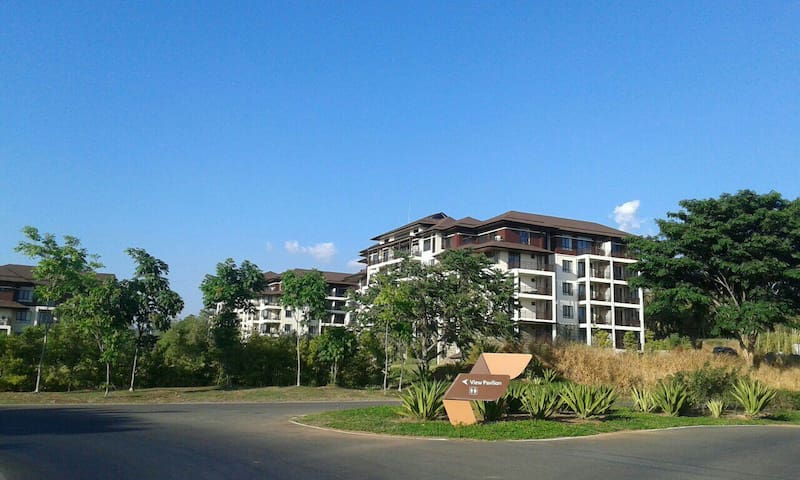 C202 Fully Furnished 1BR unit@SBV - Morong - Hus