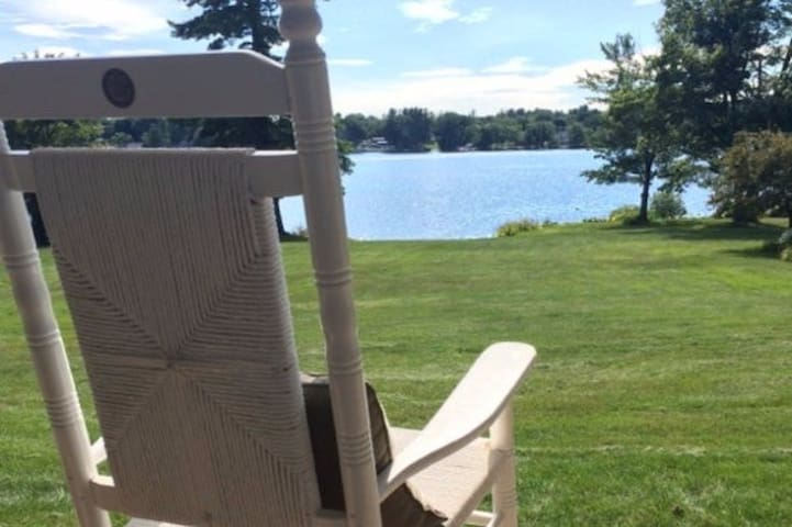 Waterfront studio apartment with large yard! - Laconia - Daire