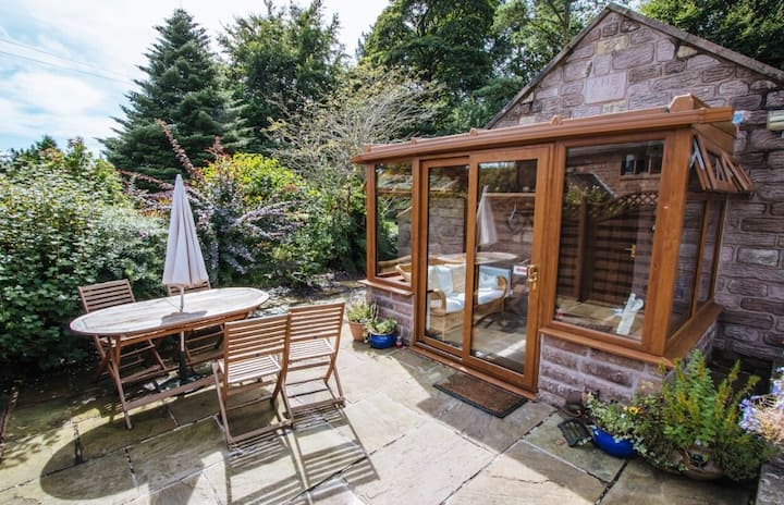 Willow cottage upperhulme with  private hot tub