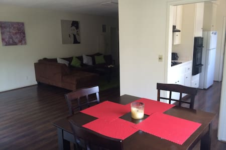 Prime location! Spacious West Hollywood 2bd/2 bath - Διαμέρισμα