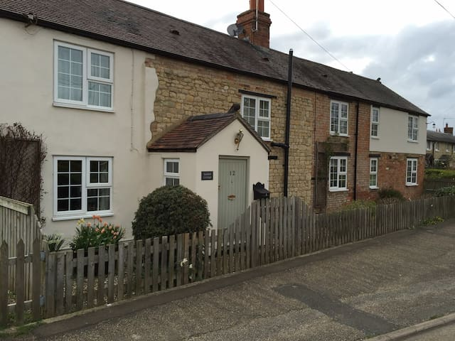 Cottage in Whittlebury - Track 2mi