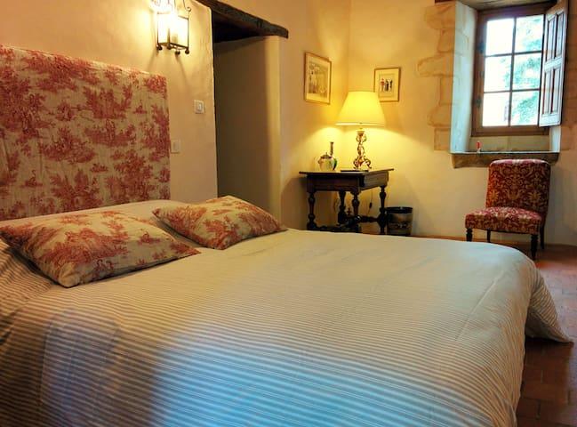 Chambre d'hôtes de charme - Cossé-en-Champagne - Castle