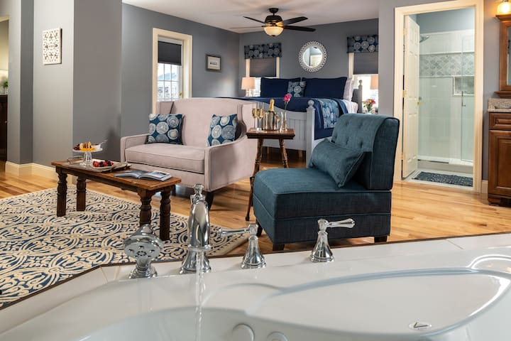 The Mercantile (Luxury King Suite)