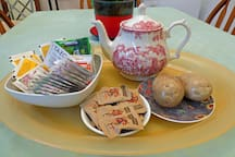 Staffordshire tea pot to serve a large selection of teas from herbal to caffine