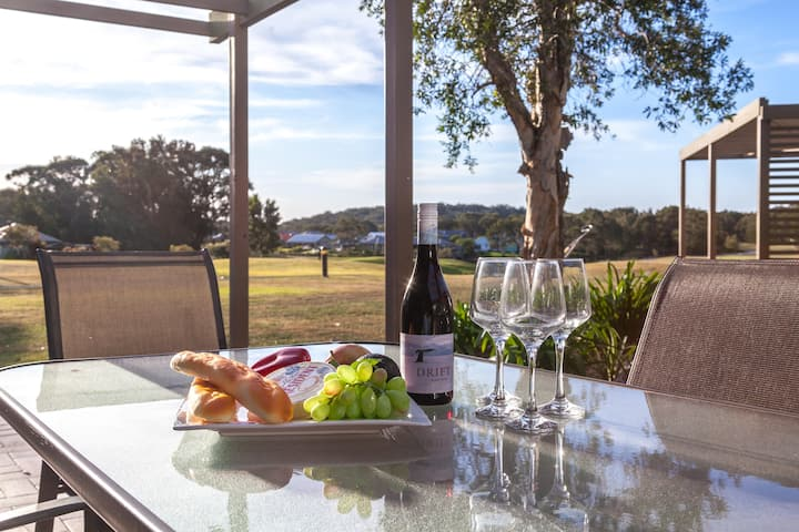 Condo105 @ Horizons Golf Resort - Salamander Bay NSW