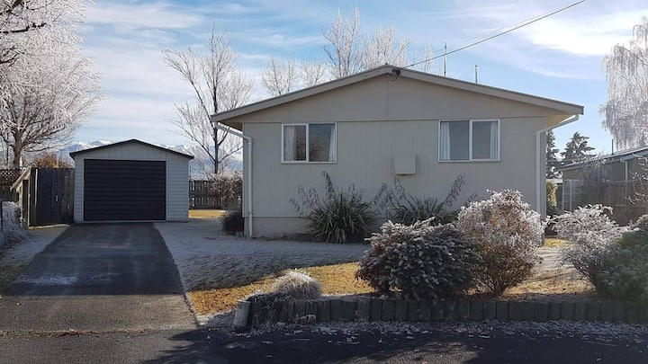 An original 3 Bedroom Cosy Twizel Home