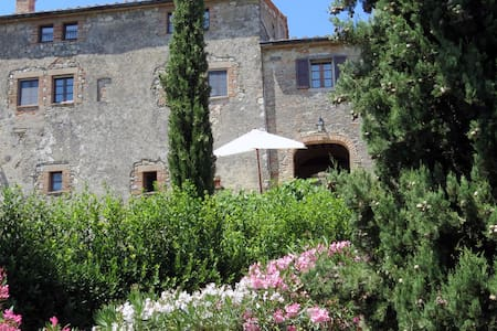 Il Castelletto: a house for 6 in Tuscany's heart - วอลเทอร์รา