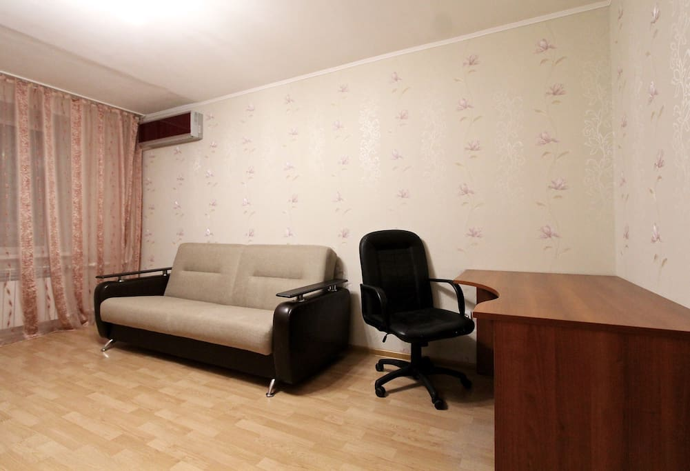 Двуспальный раскладной диван и рабочий стол