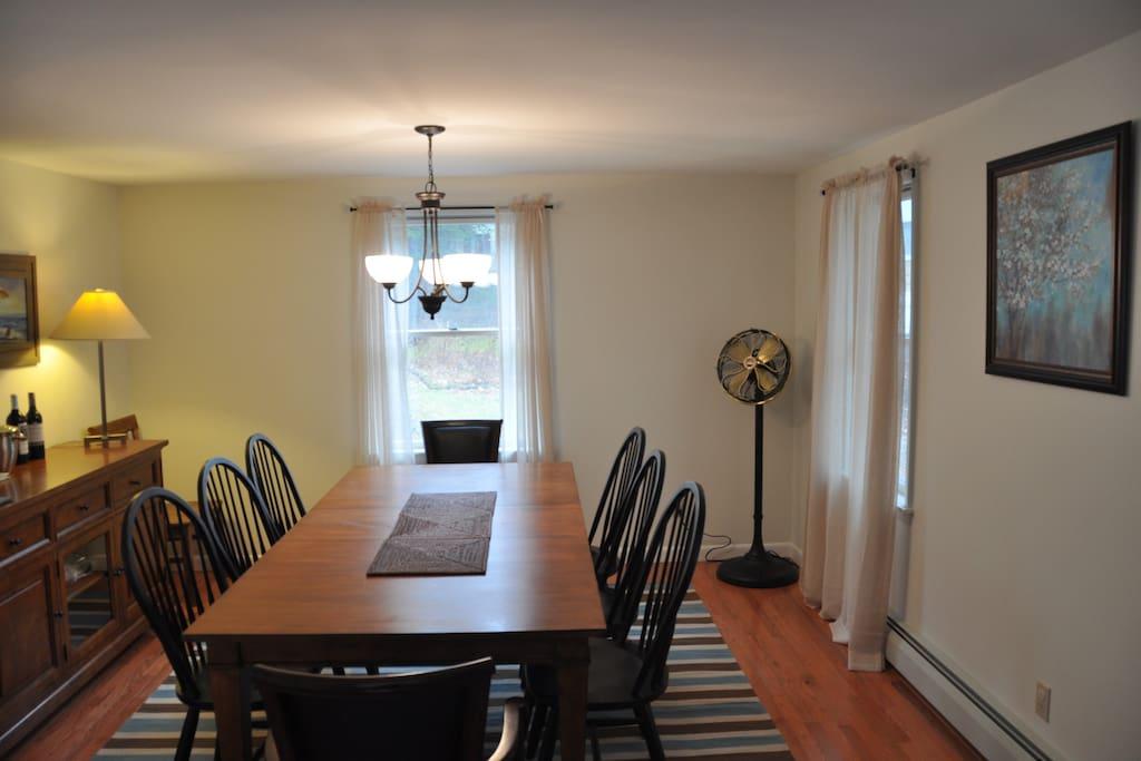elegantly decorated dinning room
