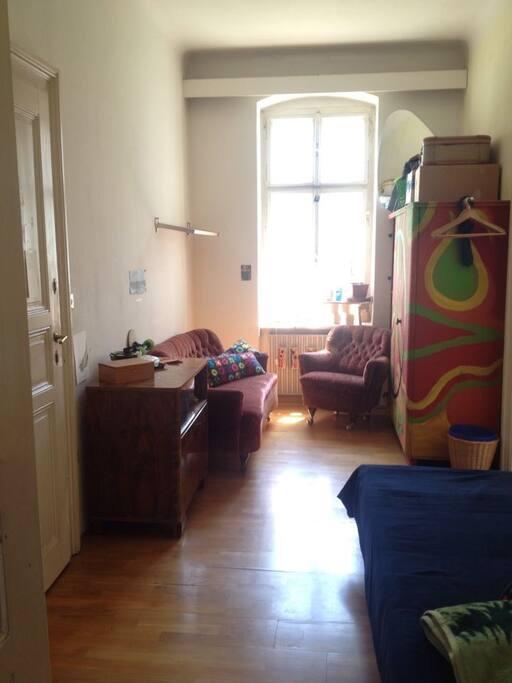 Couchbereich (Kasten leider von mir belegt)