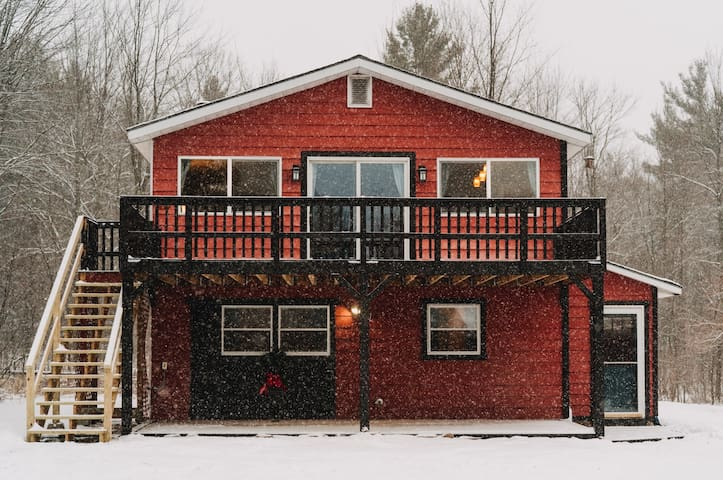 Cozy Mountain House- 50 acres/Trails/Whiteface mnt