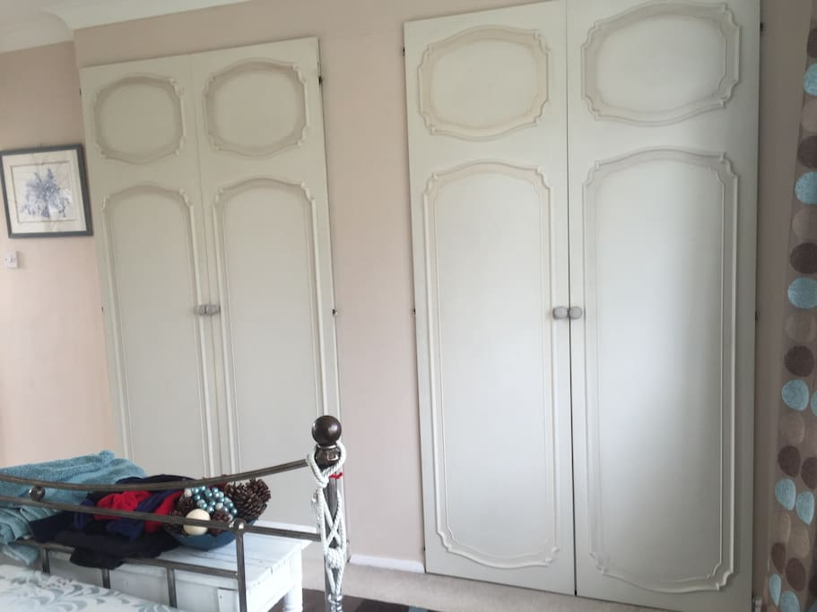 Double wardrobes guest 1