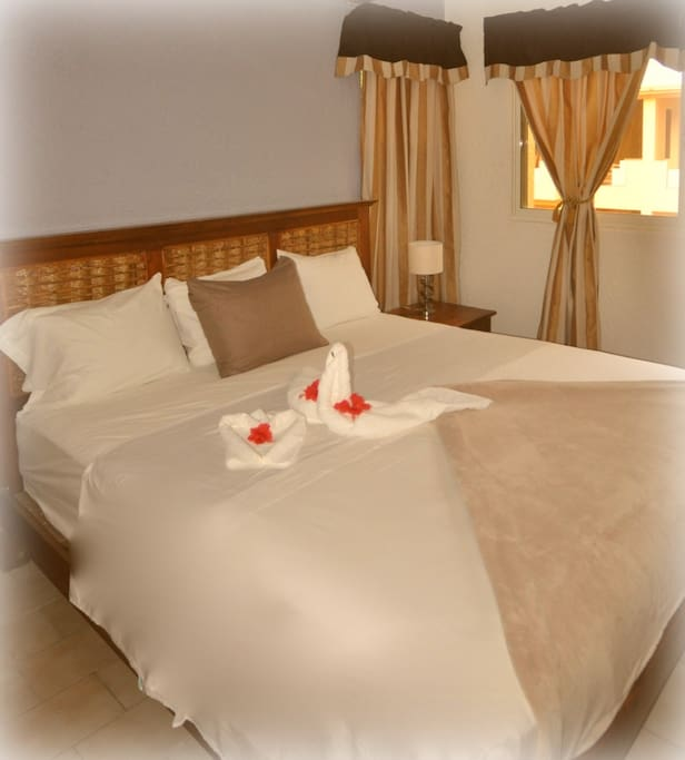 KING SIZE PILLOW TOP BED