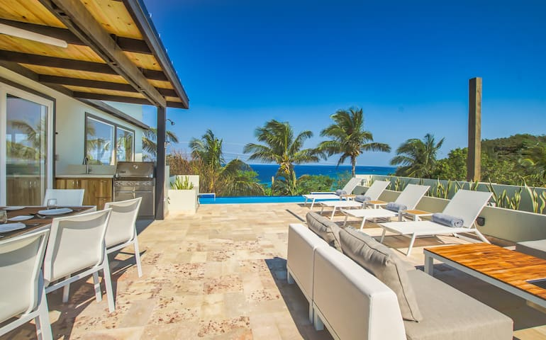 Villa Topaz Above West Bay with 360 Degree Views!
