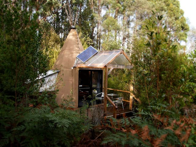 Deluxe Tipees near Hobart