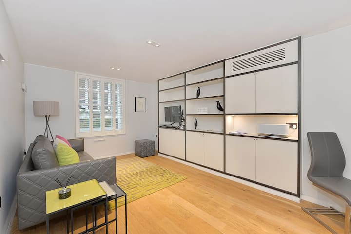 Superior One bedroom St Christopher's Place C