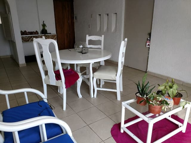 """Comfortable and well-lit apartment"" Cancun Center"