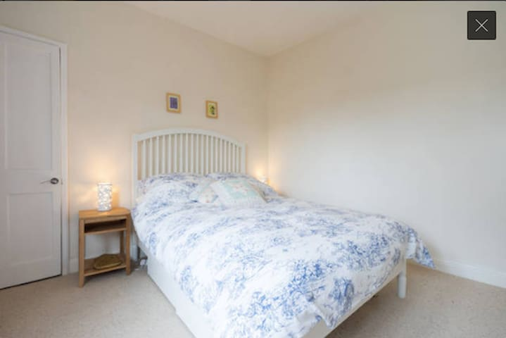 Cosy double room in lively Easton - Bristol - House