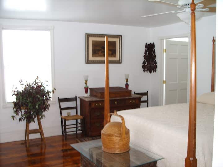 Universal Friend Bed & Breakfast Bedroom 1