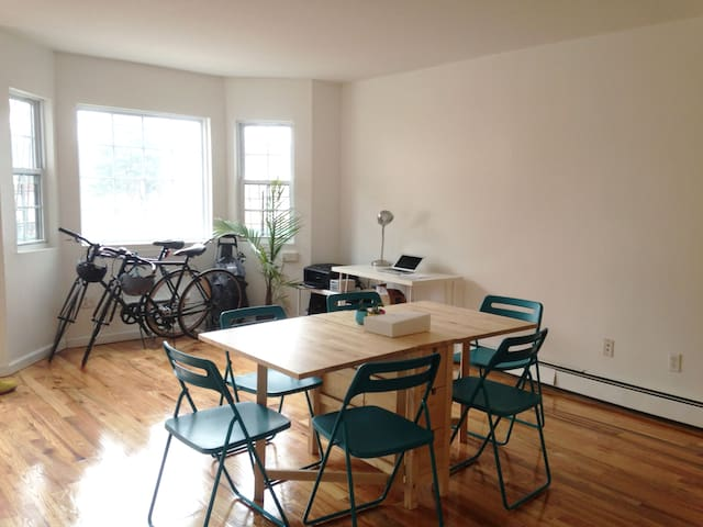 Big Bright Room in Bushwick NEXT to L and M Train