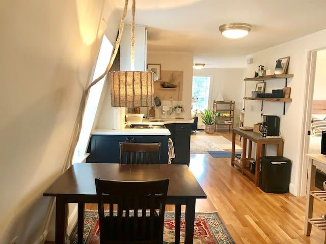 Portland, Munjoy Hill ~ sunny & freshly renovated